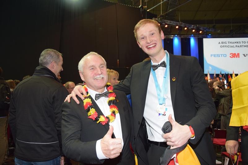 Tim Welberg und Günther Kropf bei der EuroSkills Siegerehrung 2016