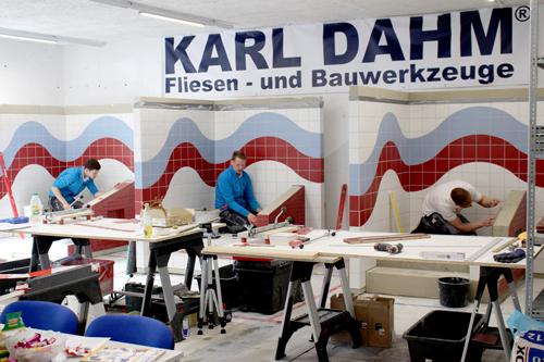 Janis Gentner (mitte) beim Ausscheidungswettbewerb für die WorldSkills 2019 an den Karl Dahm Handwerkertagen 2019 in Seebruck