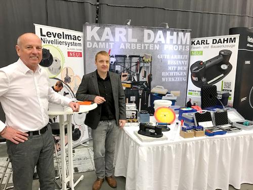 Stefan Müllner und Max Kaiser am Stand von KARL DAHM. 21. Sachverständigentage 2019 in Fulda.