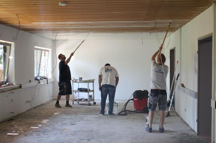 Neuer Anstrich für das Vertriebsbüro von KARL DAHM in Seebruck am Chiemsee